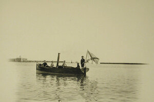 Матросы на катере ( с судна Заря)