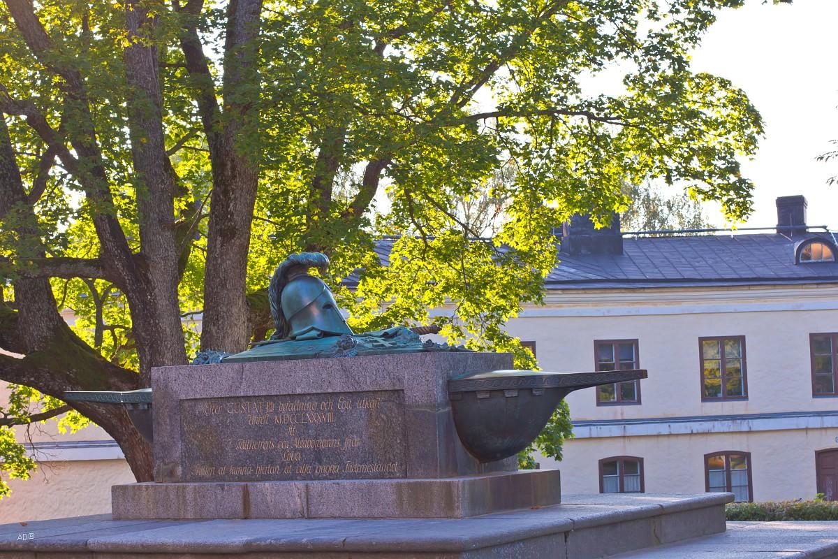 Могила Августина Эренсверда, основателя крепости Свеаборг (1710—1772)