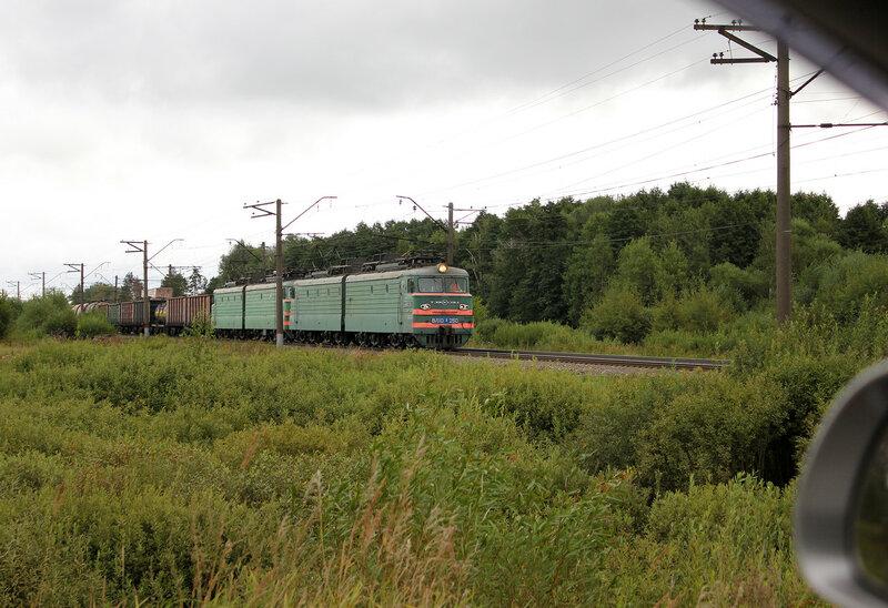 ВЛ10У-260 у переезда в Берендино, едет на Воскресенск