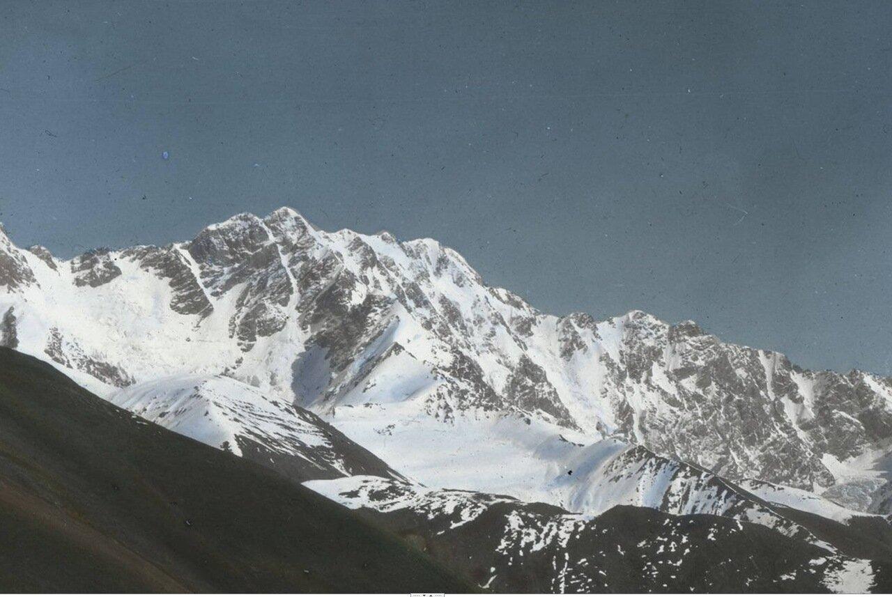 Гора Шхара высотой  17,038 футов в Верхней Сванетии