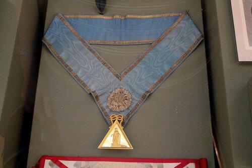 """Знак великой Директориальной масонской ложи """"Астреи"""" на ленте с позументом и розеткой"""