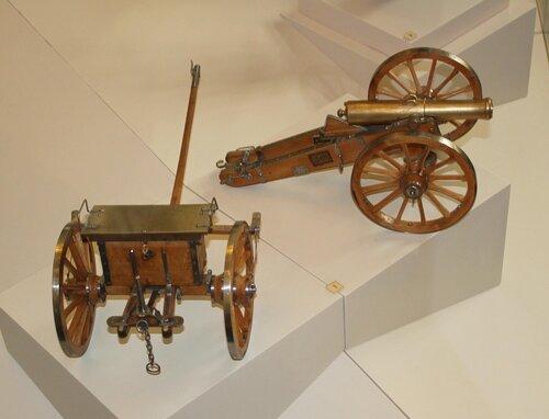 """Модель полевого """"единорога"""": образца 1838 г. на лафете, образца 1845 г. с передком"""