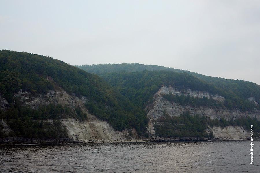 Правый берег Куйбышевского водохранилища в районе Камского устья