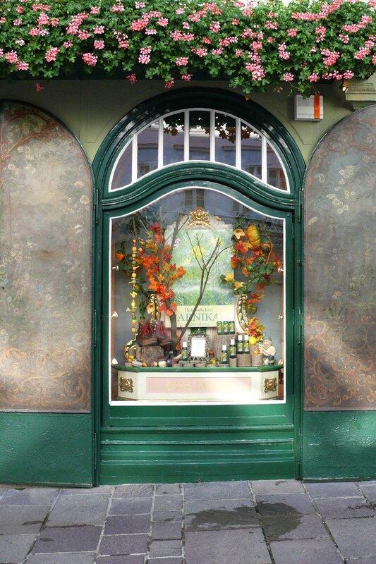 Витрина старой аптеки Зальцбурга