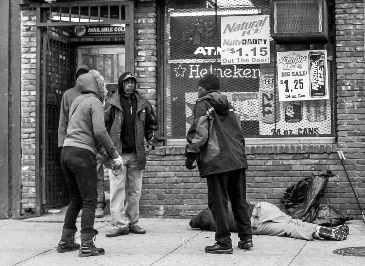 Неулыбчивая Америка: Черно-белая жизнь в бедных кварталах современного Балтимора (23)