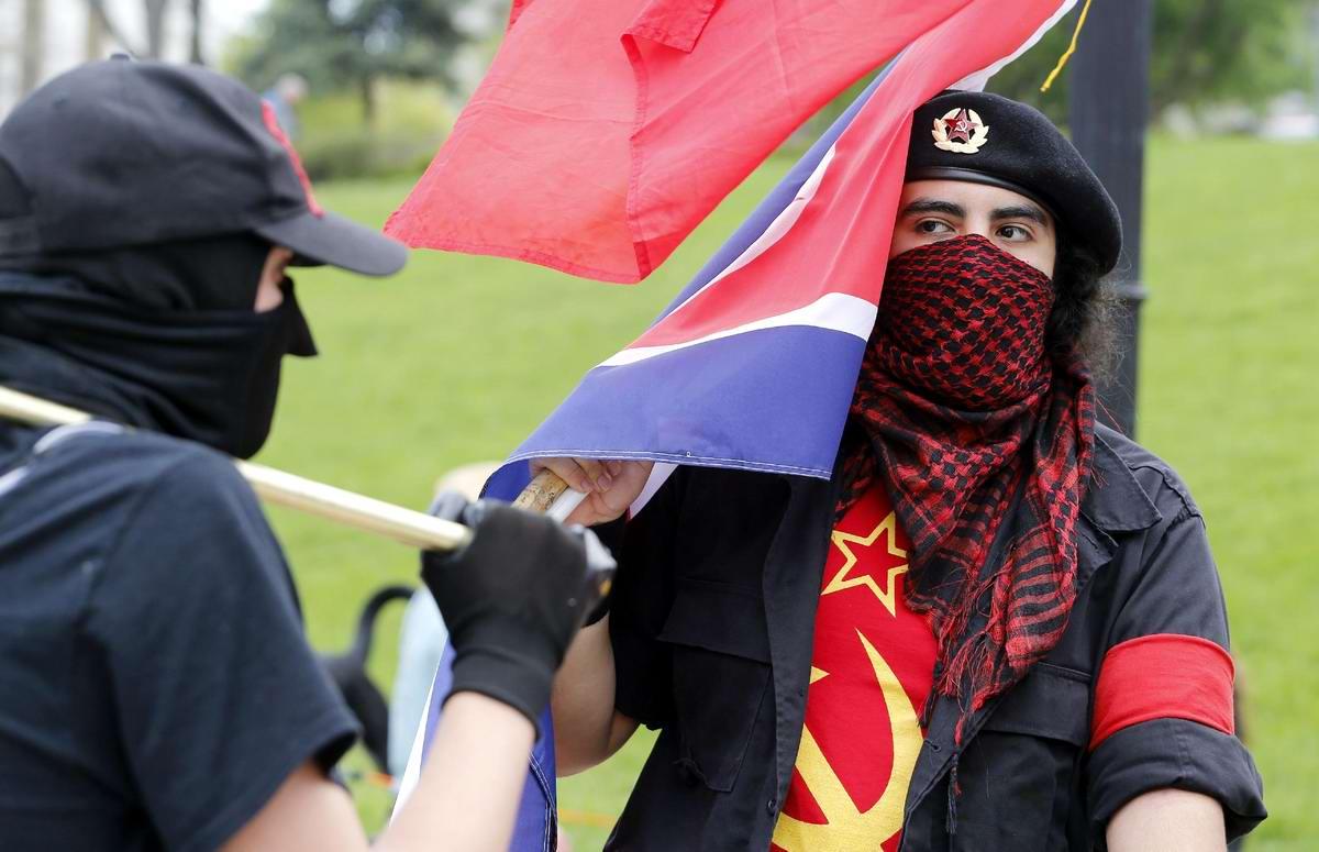 Красная гвардия США: Участники первомайского митинга у стен Капитолия в Денвере (2)