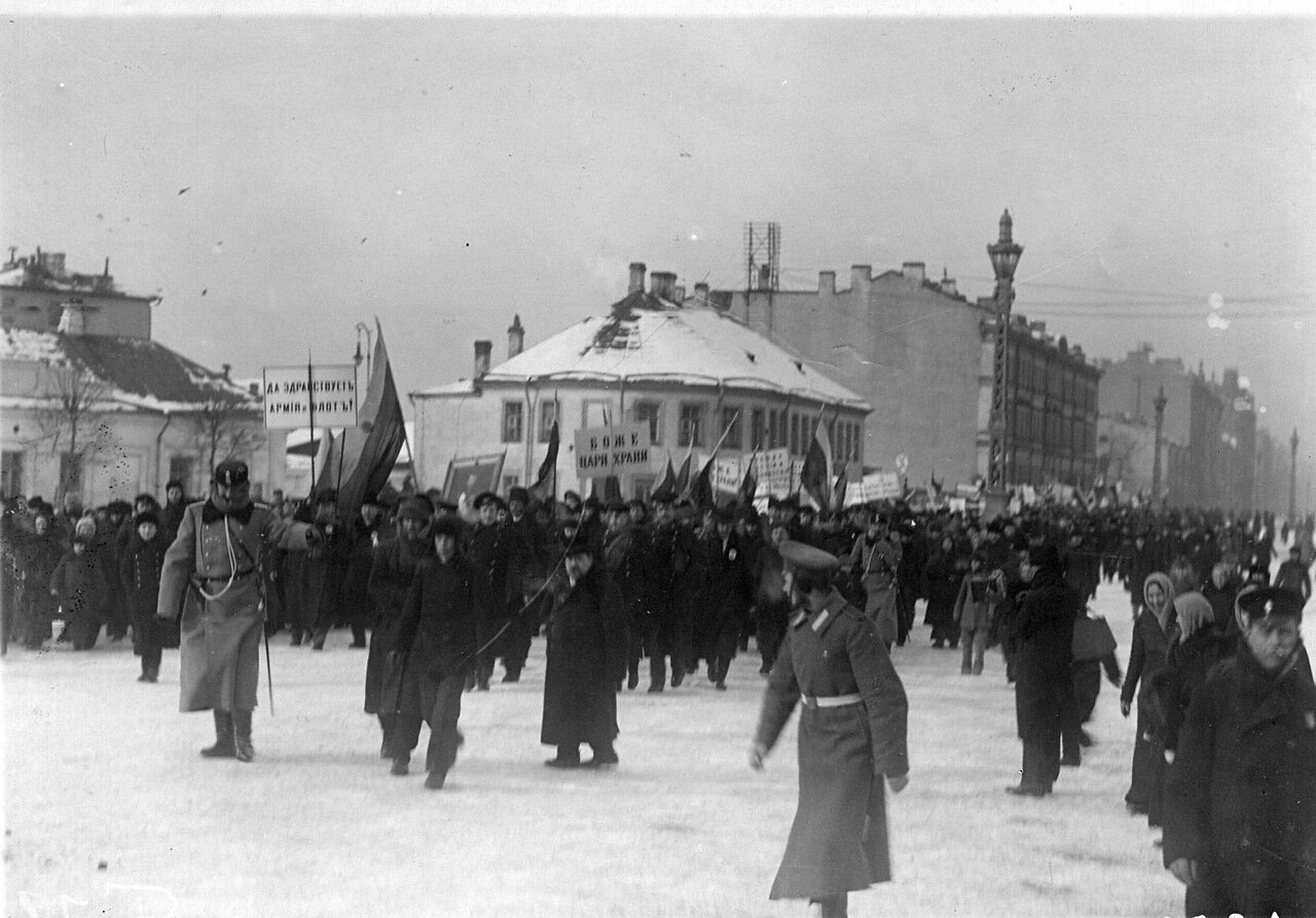 01. Манифестация после объявления Германией блокады Англии 19 февраля 1915 г на Невском проспекте
