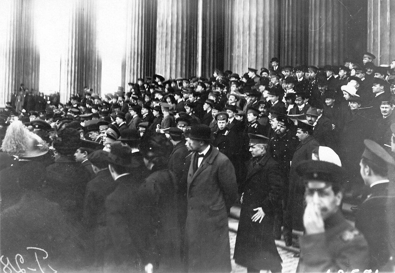 20. Группа участников манифестации у Казанского собора