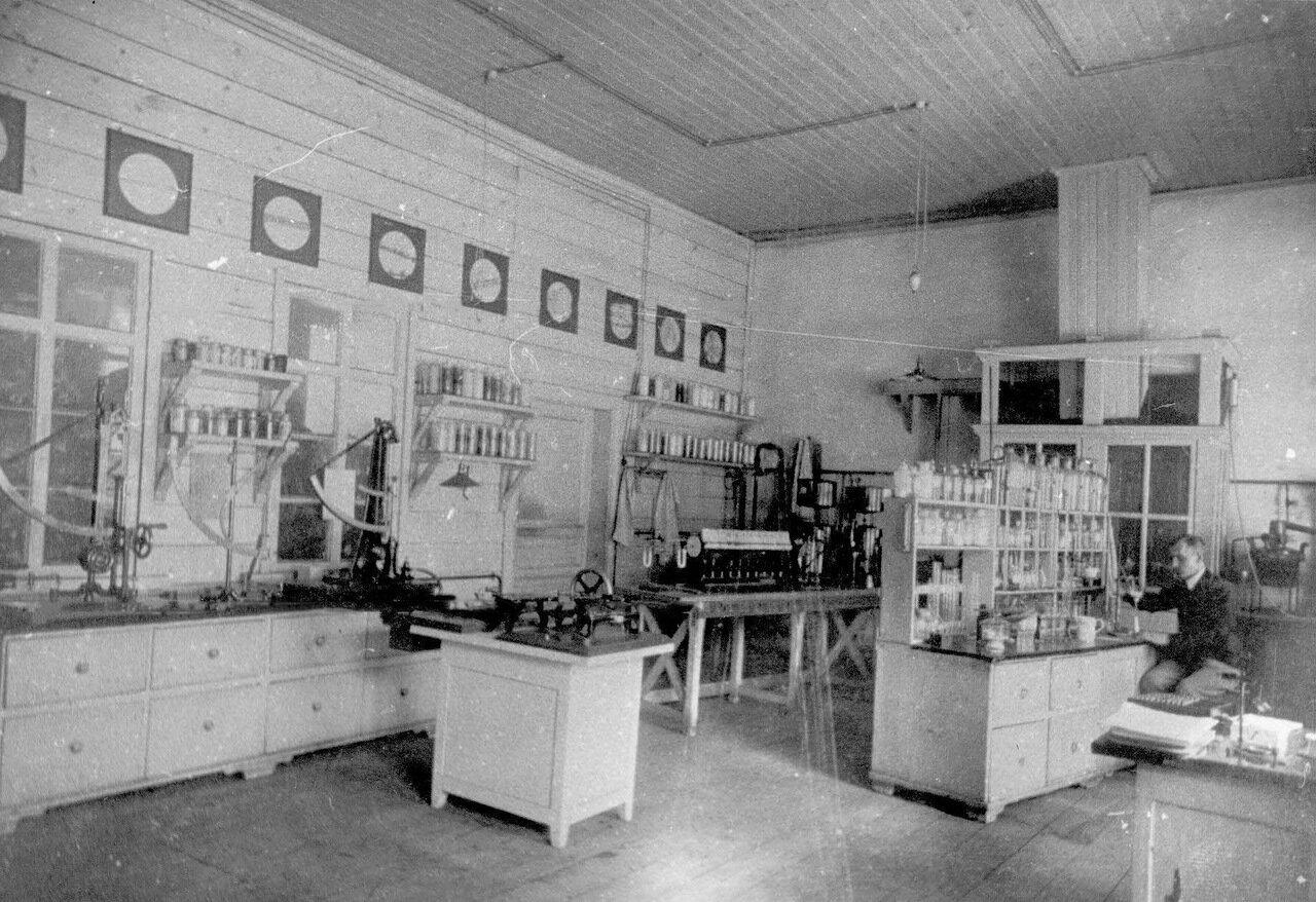 13. Химическая лаборатория