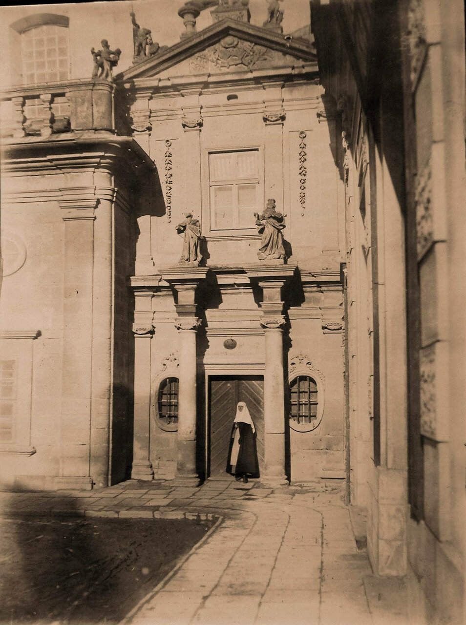 14. Вход в монастырь доминиканцев. Галиция, Тарнополь