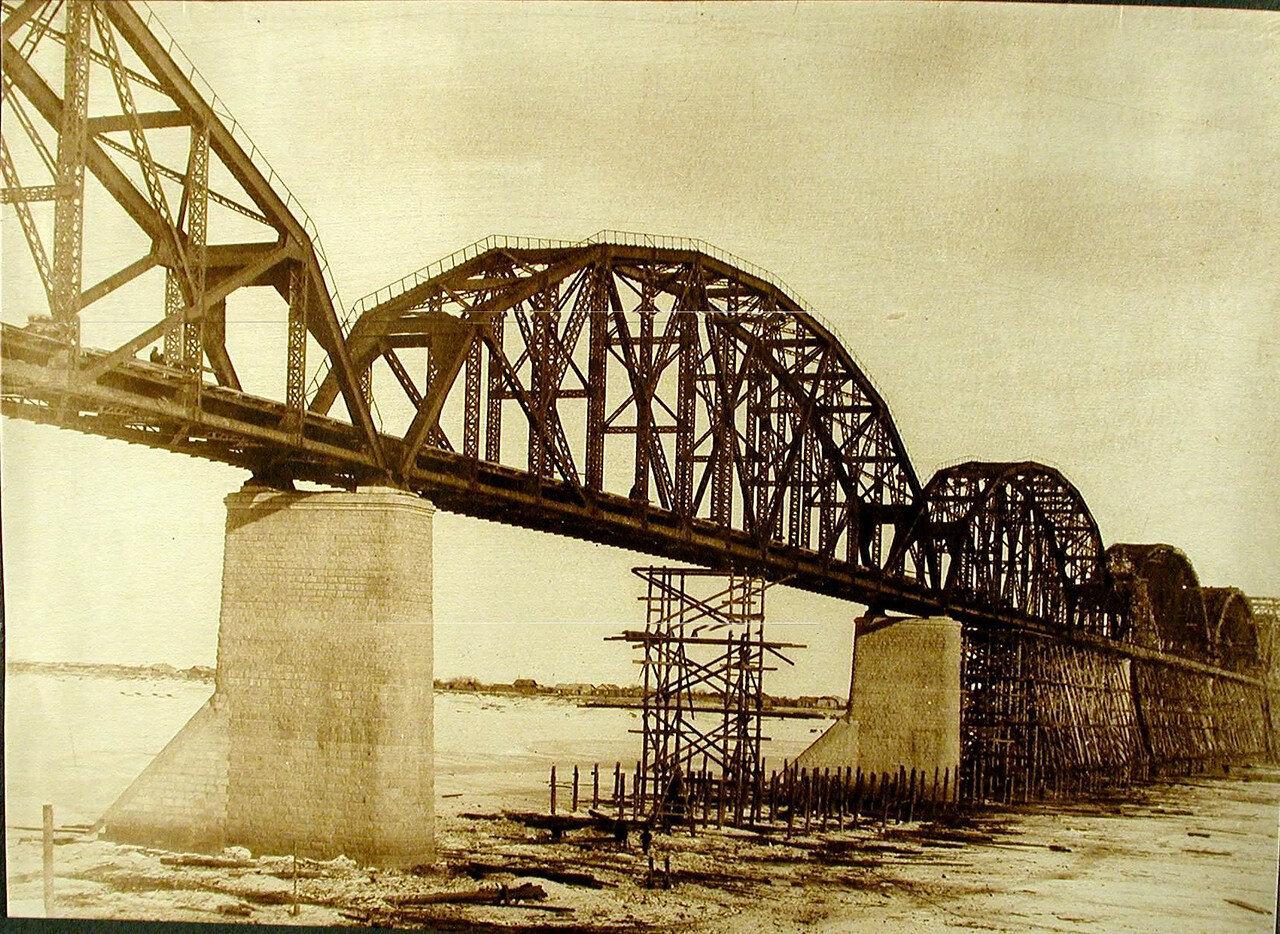 22. Общий вид моста через р. Зею во время разборки подмостей