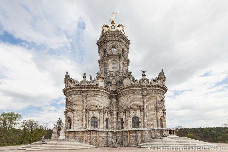 Церковь Знамения Пресвятой Богородицы в усадьбе Дубровицы