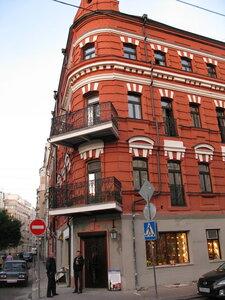 Встречается архитектура похожая на Питерскую