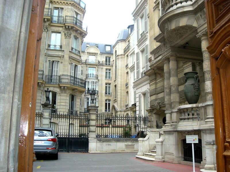 Парижский дворик. Скромный такой