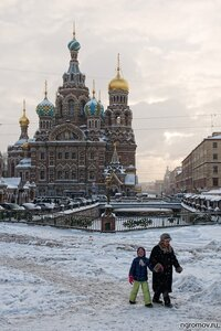 Из храма (бабушка, пара, Петербург, снег, Спас-на-крови)