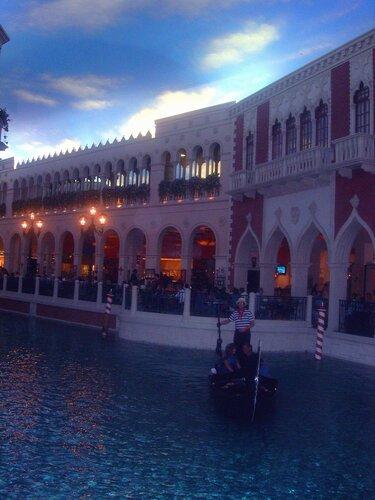 Какой Лас-Вегас без Парижа и Венеции?..