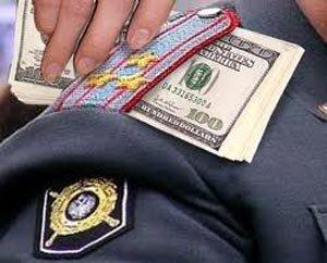 Полковник МВД хранил дома особо крупную взятку в восемь миллиардов рублей