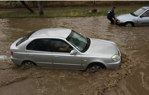 В Кишиневе прошел дождь с градом и грозой