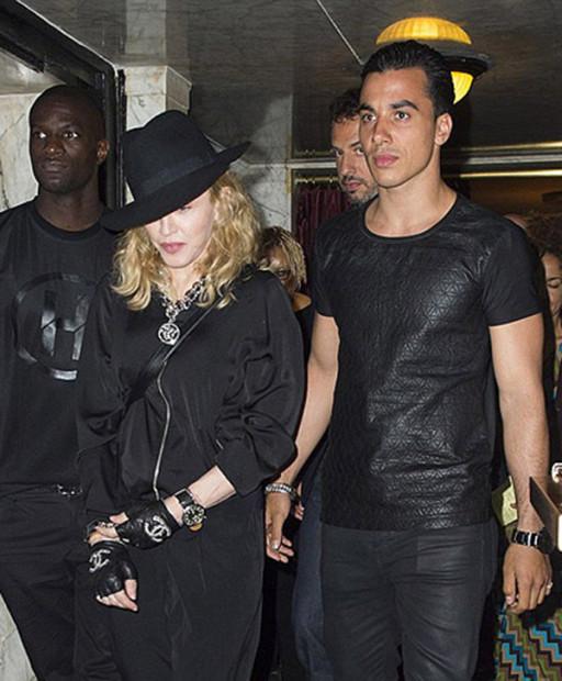 Новый любовник Мадонны предпочитает женщин постарше