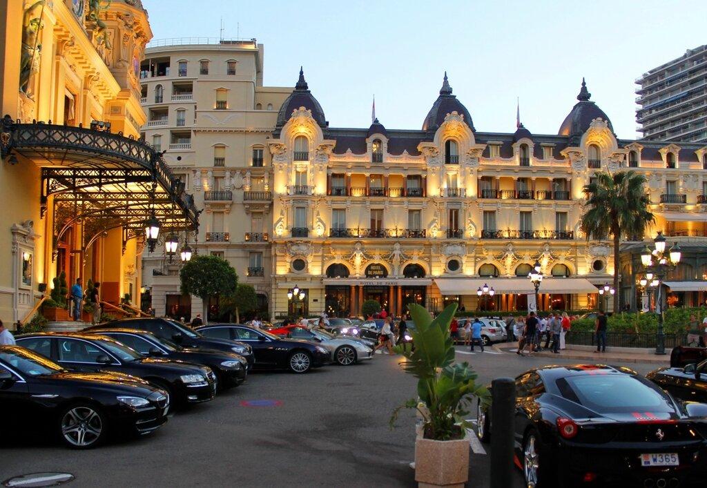 Вечером у казино Монте -Карло