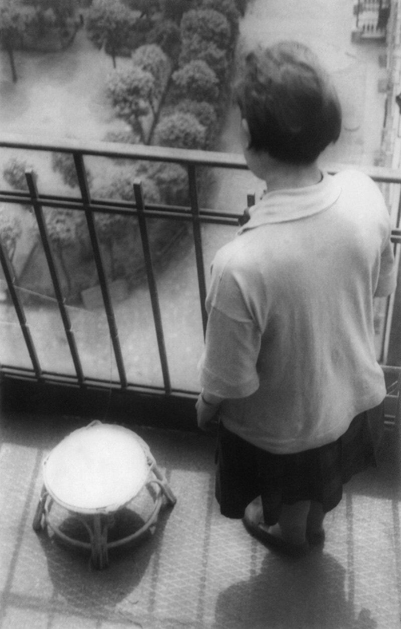 1928. Варвара Степанова на балконе