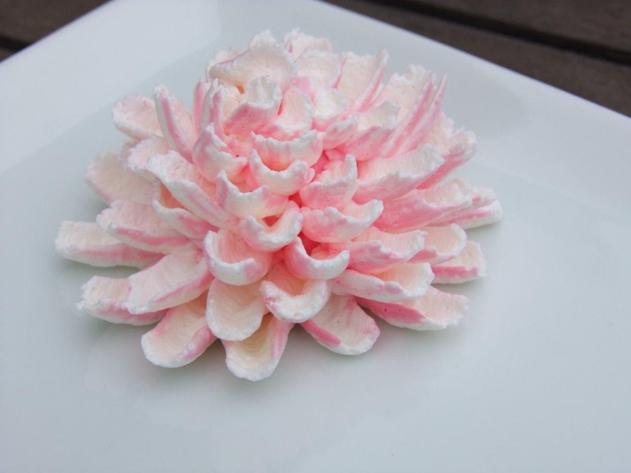 Хризантемы из белкового крема пошагово фото