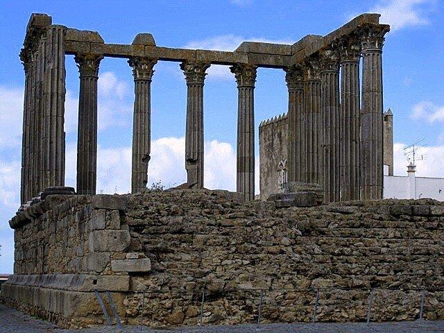 Roman_temple  Evora Portugal 14_columns ruin