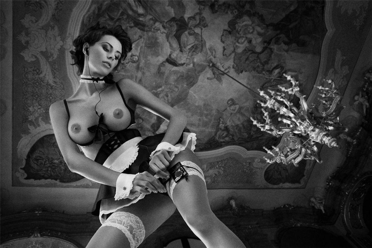 Эротичные девушки черно белое фото 16 фотография