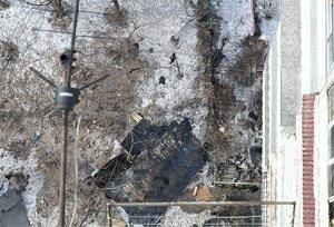 Во Владивостоке ветром сорвало часть крыши жилого дома