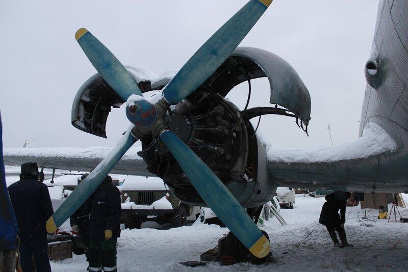 Ил-14Т с открытыми капотами