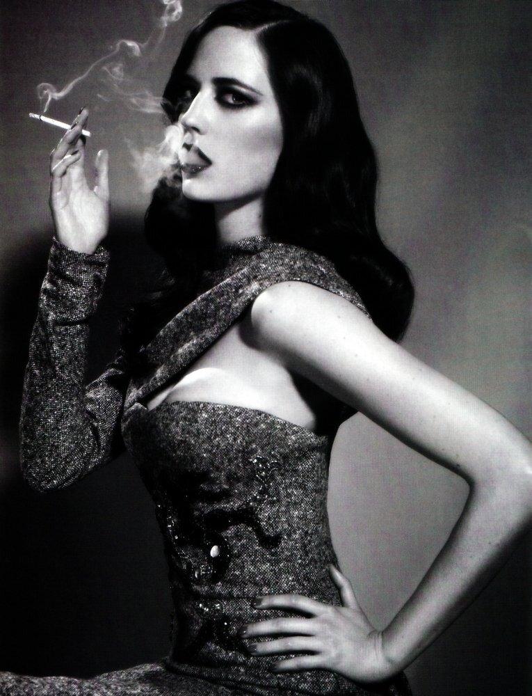 женщина с сигаретой. Eva Green