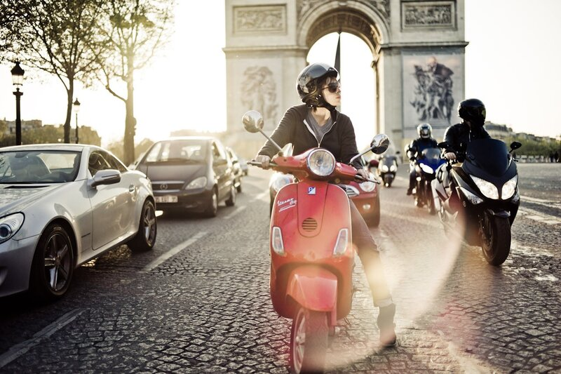red cool scooter arch triumph paris photos by Yanidel