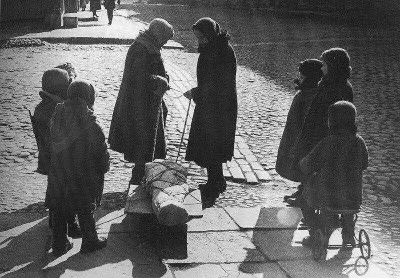 Весна 1942 г. Прощание со сверстником