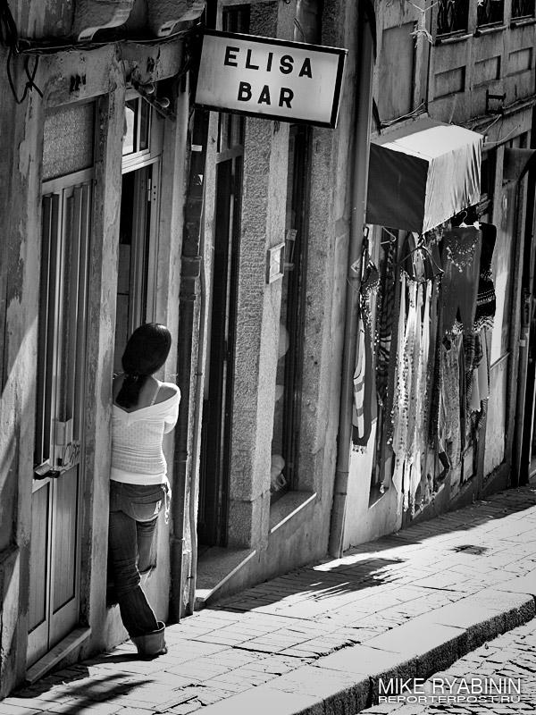 Улица в Порто (Португалия). Ведет к баракам недалеко от набередной.