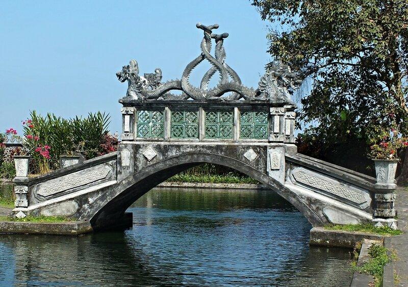 Водный дворец Тирта Гангга (Tirta Gangga)