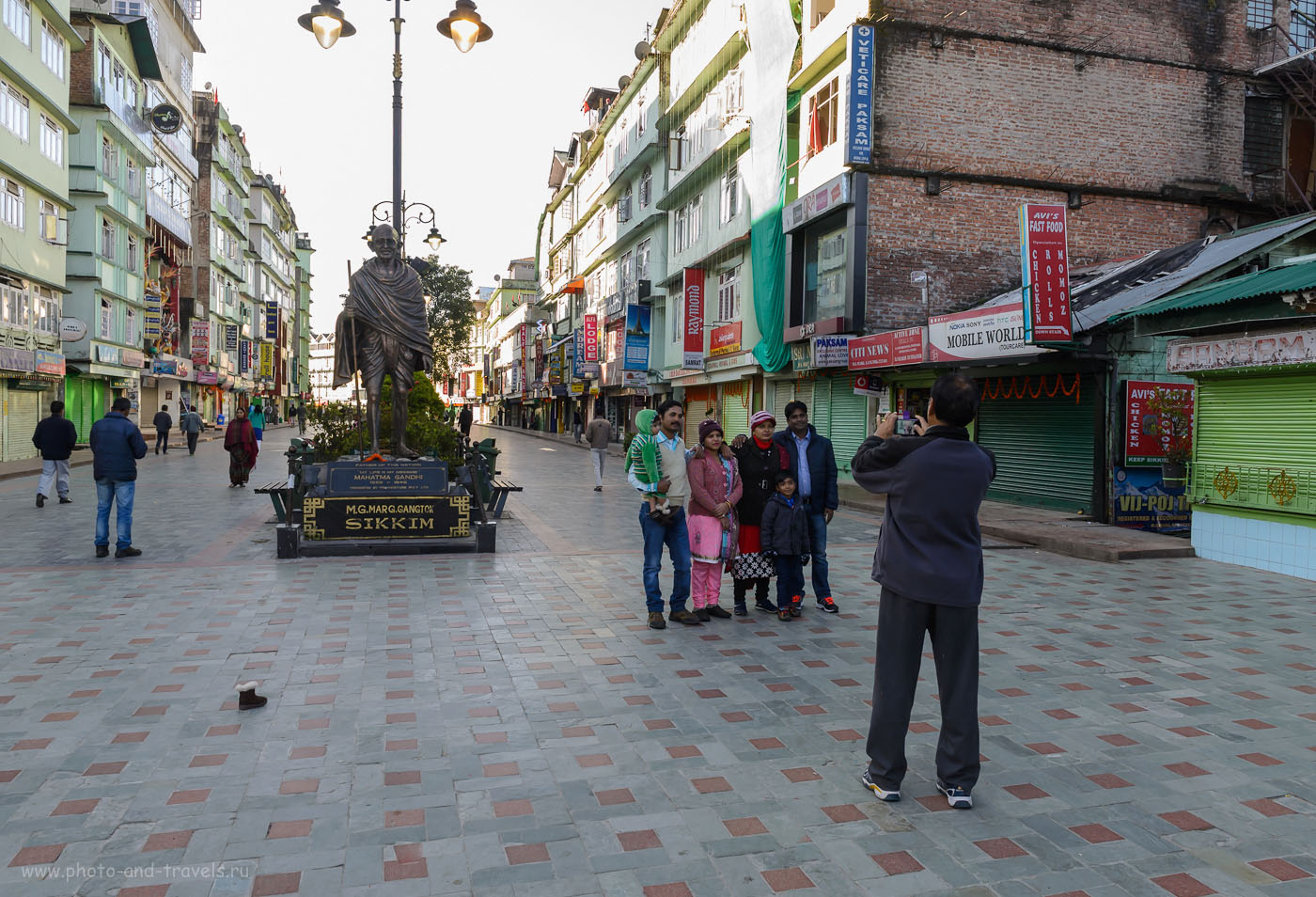 Фотография 3. Монумент Mahatma Gandhi в Гангтоке. Поездка в Сикким самостоятельно. 10.0, 1/50, 640, 26.