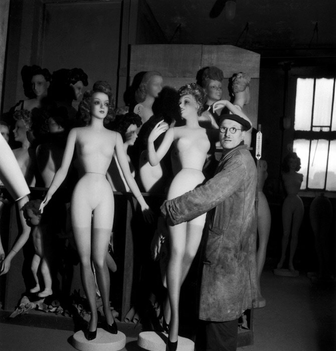 LE RAVISSEUR, 1945