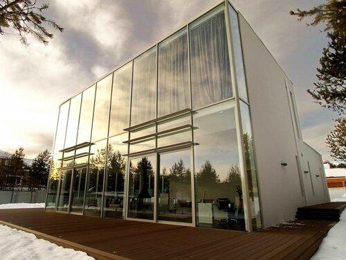 стеклянный дом в Иркутске