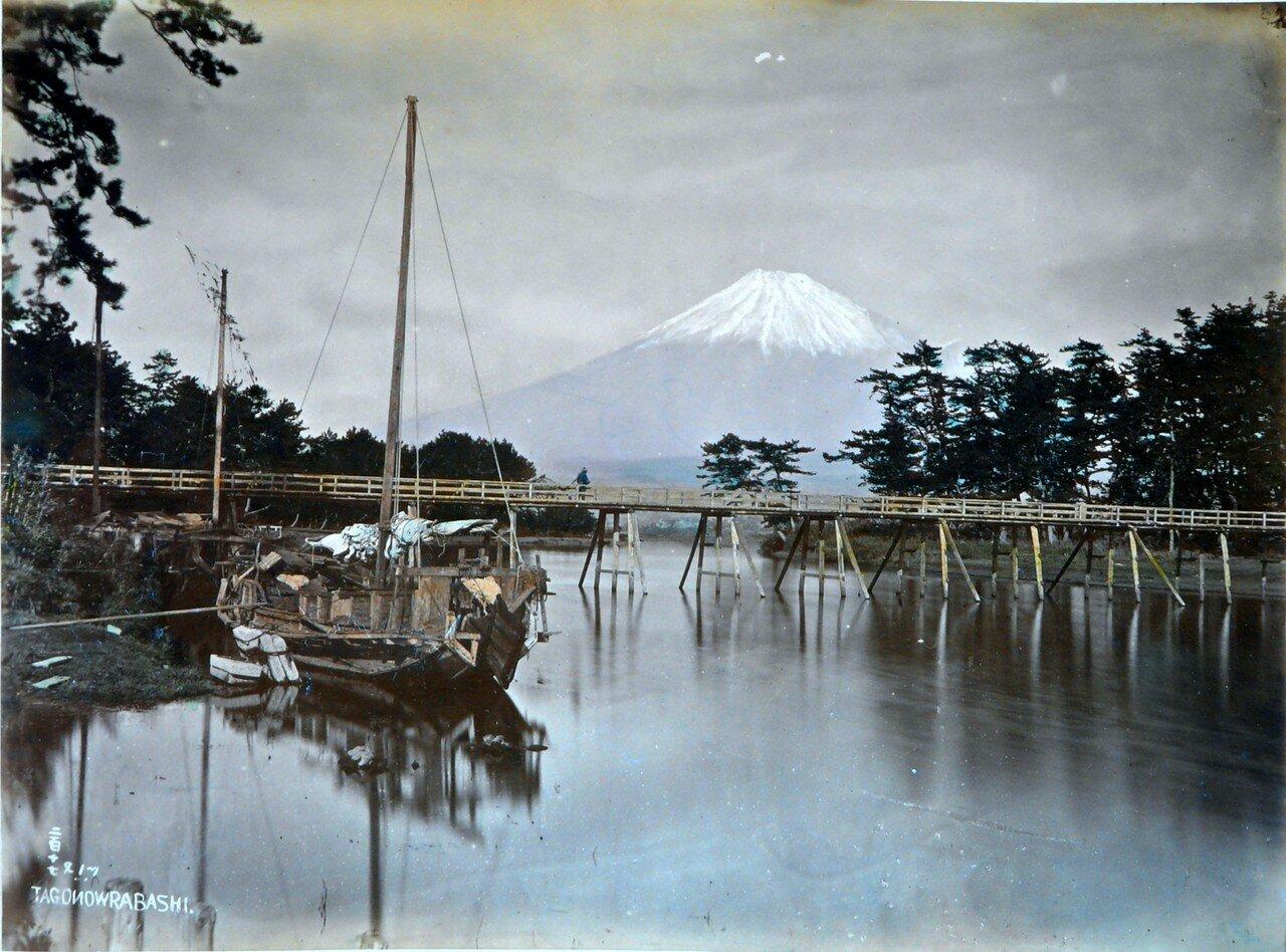 Лодка и вид на Фудзи