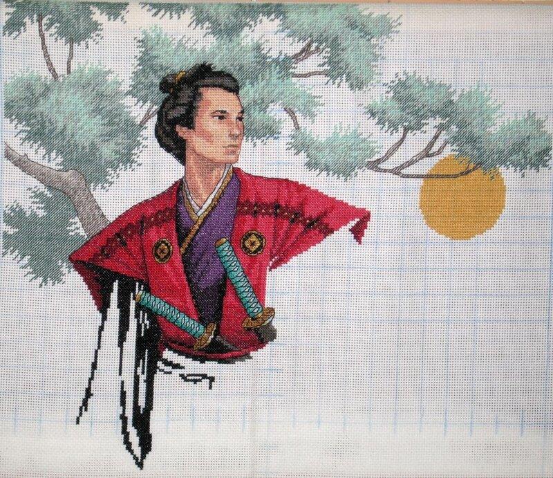 вышивать рукав кимоно.