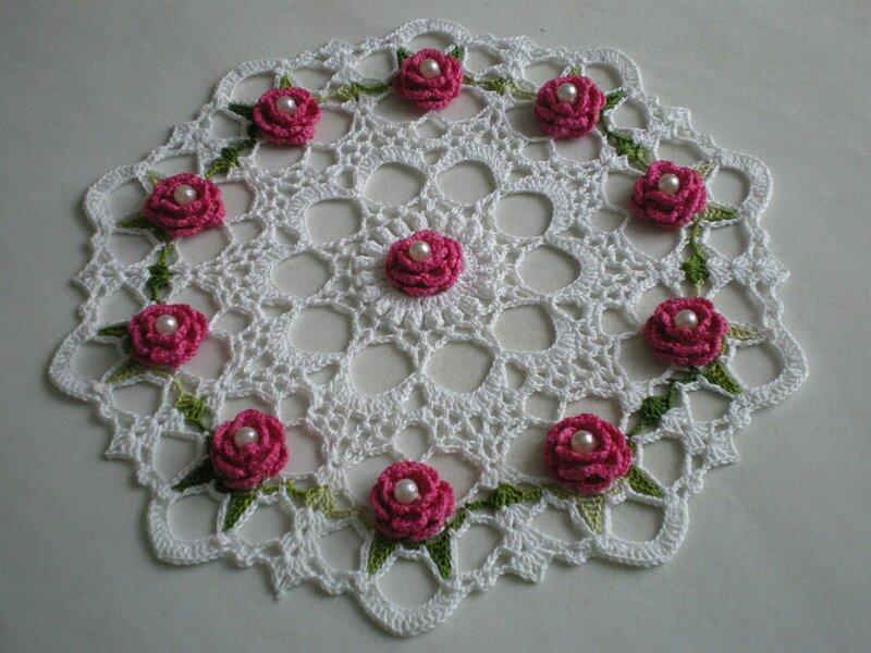 Светло-розовая роза