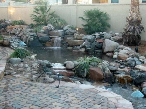 Журчащая вода садового водопада - лучшая терапия для усталого мозга