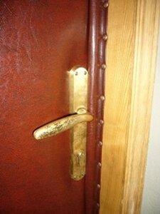 Обивка дверей,установка дверей,установка замков.