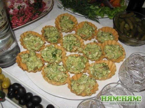 Тарталетки с раковыми шейками и авокадо