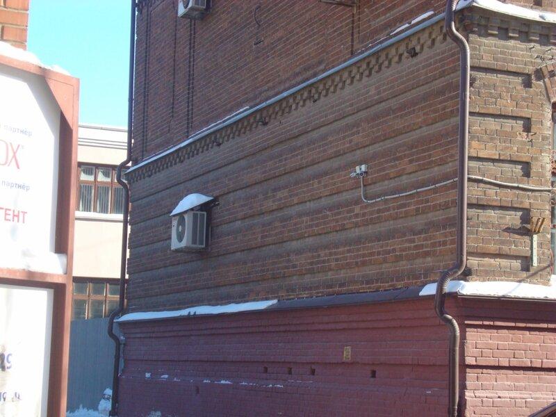 Интересная форма стены со стороны ул. Могильникова.