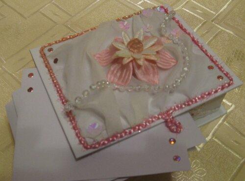 Коробочка для бумаг на офисный стол РОЗОВЫЙ ЦВЕТОК. листок с оформлением.