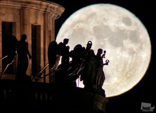 Russia Full Moon