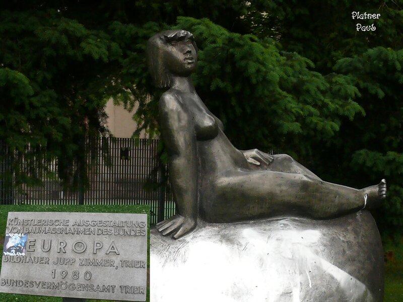 Памятники Триера