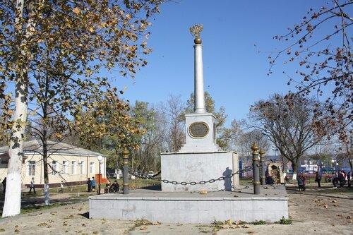 Памятник 200-летию Кубанского казачества