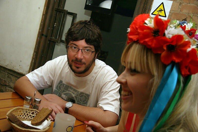 Фото Ярослав Дебелый.Артемий Лебедев в гостях у FEMEN